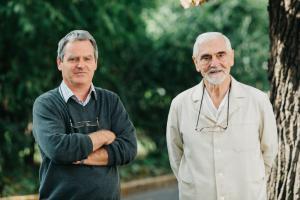 Dr. Székely Csaba témacsoport-vezető és Dr. Molnár Kálmán, a témacsoport egykori alapítója (fotó: nyeromagyarok.eu)